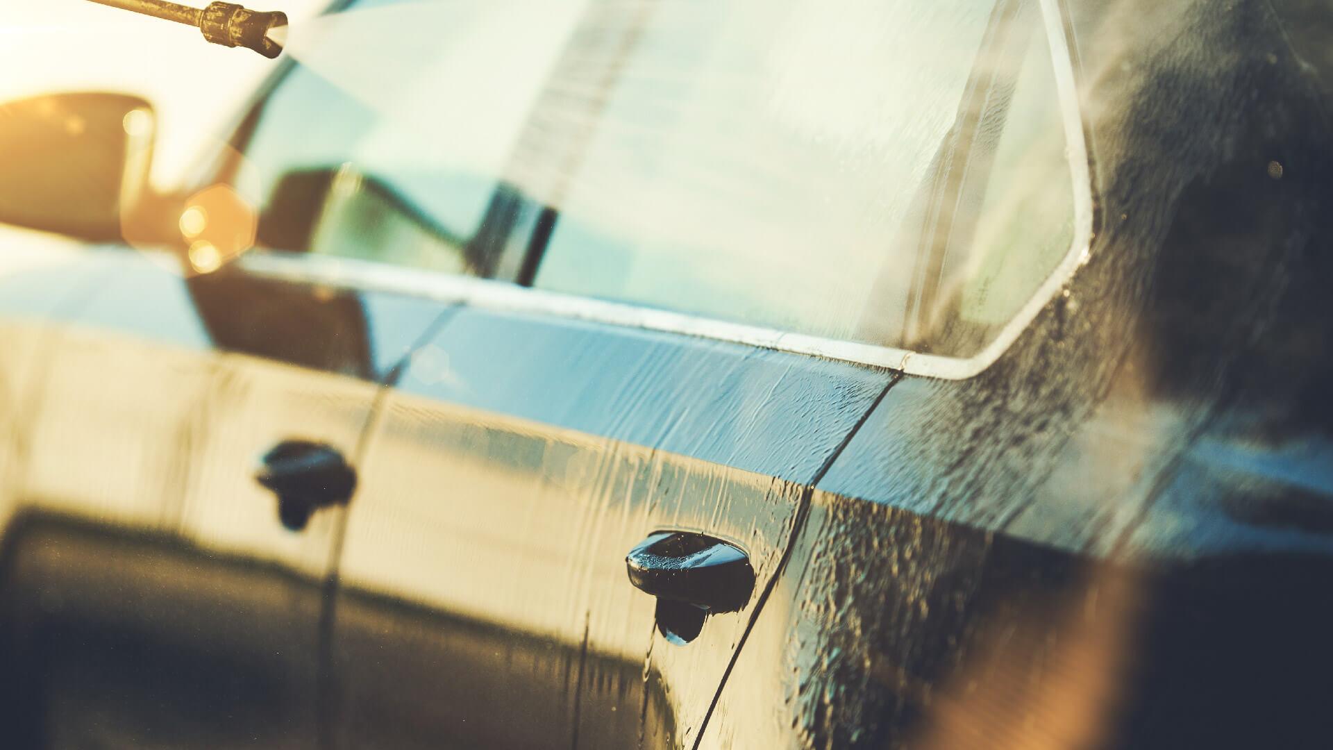 Panno Microfibra Per Asciugare L Auto.Come Lavare L Auto A Mano Senza Graffiarla Carrozzeria Alle Cave