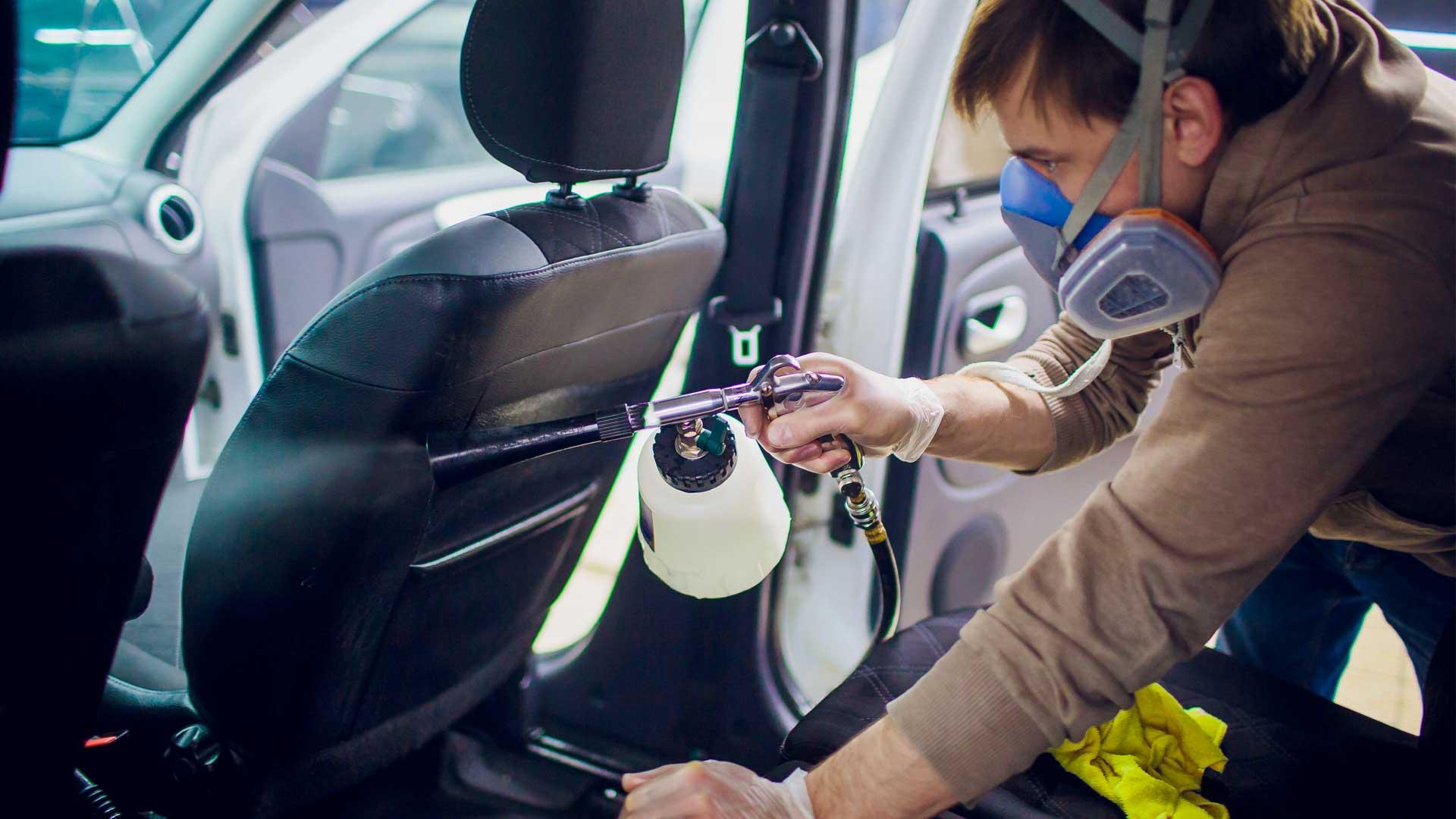 Pulizia sedili auto con il vapore